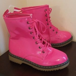 Girls Pink Patent leather Boots.
